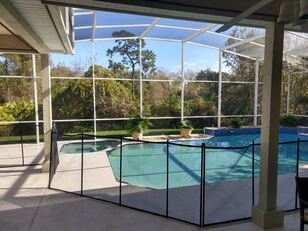 Picture of installed pool safety fence around a pool in backyard of orlando home.